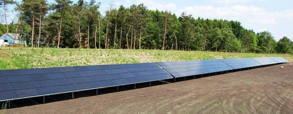 Groene stroom opwekking door zonnepanelen voor het gehele park